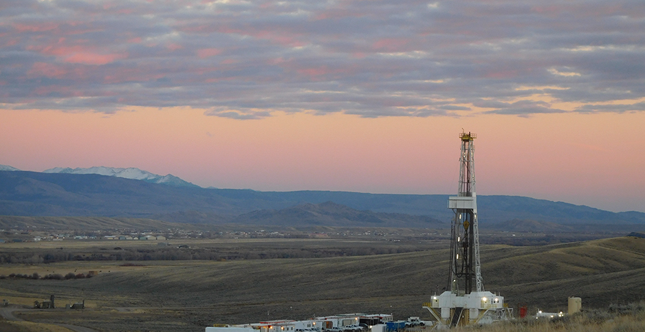An oil and gas rig overlooking Wyoming's Wind River Range. (H/tLarry Zuckerman/BLM Wyoming)
